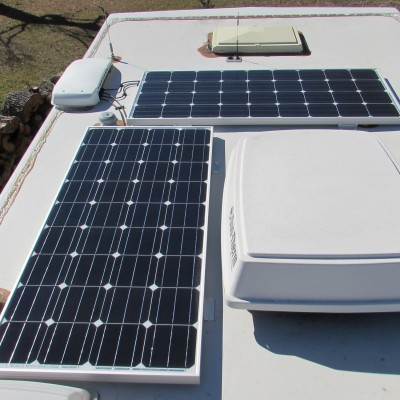 Соларни панели и електроуреди за каравани и кемпери